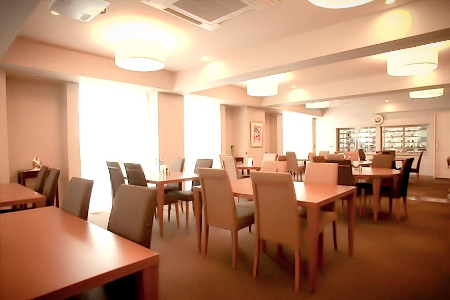 明るく開放的な食堂